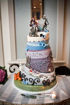Awesome wedding cake...Inspired from The Nightmare Before Christmas.