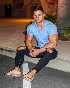 male in flip flops and barefoot photography Handsome Men Quotes, Handsome Arab Men, Beautiful Women Quotes, Beautiful Tattoos For Women, Strong Woman Tattoos, Men Quotes Funny, Barefoot Men, Mens Flip Flops, Male Feet