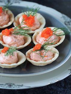 Zalmwafeltjes #koudehapjes - christmasjoke Food Buffet, Party Buffet, Holiday Appetizers, Appetizer Recipes, Snacks, 30 Minute Meals, Food Festival, What To Cook, High Tea