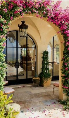 Luxurious Tuscan Style Malibu Villa by Paul Brant Williger Architect Arched entryway covered in greenery epitomizes the Mediterranean style entry – Decoist Exterior Design, Interior And Exterior, Exterior Colors, Exterior Homes, Wall Exterior, Italian Homes Exterior, Spanish Exterior, Italian Interior Design, Stone Exterior