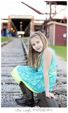 Fort Worth Stockyards Station Picture Ideas, Photo Ideas, Fort Worth Stockyards, Maternity Session, Family Pictures, Senior Pictures, Engagement Photos, Dallas, Studio