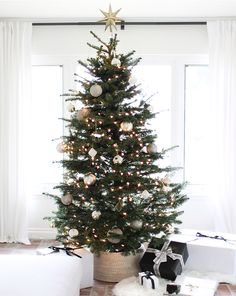 Keeping Christmas neutral: How I decorated my Christmas tree this year!