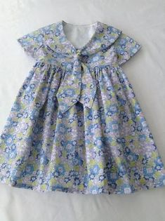 Robe classique Liberty Tana Lawn Sailor pour petite fille Classic Liberty Tana Lawn Sailor Dress for a Little Girl Robe classique Liberty Tana Lawn Sailor pour petite fille Girls Bridesmaid Dresses, Little Dresses, Little Girl Dresses, Girls Dresses, Frock Design, Baby Dress Design, Kids Frocks Design, Girl Dress Patterns, Sailor Dress