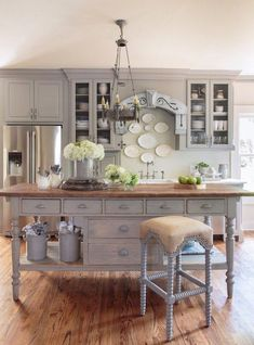 If you are one of the big fans of this certain style, check out these French kitchen style that will impress you and your guests with the timeless charm. French kitchen style is always elegant and wonderful, but it does not always require a lot of money. French Country Dining Room, Living Room Decor Country, French Country Kitchens, French Country House, French Country Decorating, French Decor, French Kitchen Decor, Rustic French, Modern French Kitchen