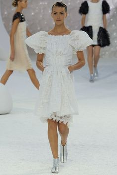 Chanel Spring 2012 Ready-to-Wear Fashion Show - Arizona Muse (Next)