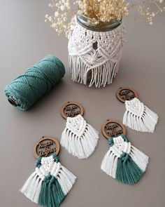 So Cute Macrame Keychain Ideas – Knitting And We Macrame Wall Hanging Diy, Macrame Art, Macrame Projects, Macrame Knots, Macrame Earrings, Macrame Jewelry, Macrame Design, Creation Couture, Bracelet Crafts