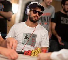 Gerard Pique joga poker