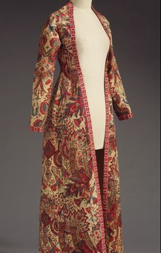 18th-century wentke, or woman's gown. Indian chintz from the Coromandel Coast. Mordant-dyed cotton with Dutch weft-patterned edging - Francesca Galloway - via Style Court