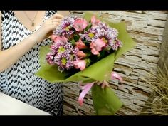 Как сделать букет в фетре из хризантем и альстромерий своими руками. Мастер класс по флористике. - YouTube