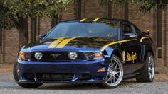 Mustang azul-amarillo