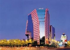 Melia Mexico Reforma-The Melia Mexico Reforma hotel is centrally located in the emblematic Paseo de la Reforma Avenue, and within walking distance to the recently renovated Historic Center. It is close to the City's the financial and cultural areas and only 20 minutes from the Mexico City International Airport.The hotel's impressive 20-story atrium-style lobby features a monumental abstract sculpture, seating areas enclosed in brass-ribbed gazebos with a classic European flair.