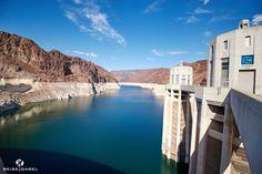 Der Hoover Damm ist ein beeindruckender Staudamm und man kann ihn von Las Vegas sehr gut besuchen. Egal ob als kurzen Abstecher oder der Anfang einer Tour.