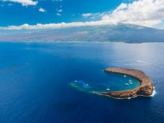 #USbucketlist The only island marine sanctuary in Hawaii, Molokini is a small volcanic crater a few miles offshore of Maui.