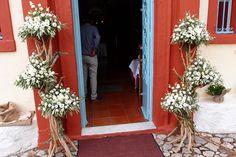ανθοστήλες από θαλασσόξυλα με φύλλωμα ελιάς λυσιανθους και τριαντάφυλλα...Δεξίωση | Στολισμός Γάμου | Στολισμός Εκκλησίας | Διακόσμηση Βάπτισης | Στολισμός Βάπτισης | Γάμος σε Νησί & Παραλία Altar Decorations, Ladder Decor, Wedding, Home Decor, Valentines Day Weddings, Decoration Home, Room Decor, Weddings, Home Interior Design