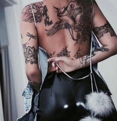 Encre - Meilleurs Tatouages - Teinte # tatouage # tatouages Informations About Tinte – Best Tattoos Pin You can eas - Sexy Tattoos For Girls, Trendy Tattoos, Small Tattoos, Girls With Tattoo, Girl Back Tattoos, Cool Girl Tattoos, Bird Tattoos For Women, Back Of Arm Tattoo, Back Tattoo Women