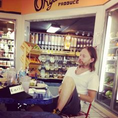 Thom yorke in a grocery store