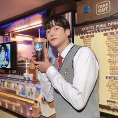 """로운 on Instagram: """"선배님 감사히 잘 먹었습니다 힘내서 열심히 촬영 하겠습니다 사랑합니닷 🥰 @leejehoon_official"""""""