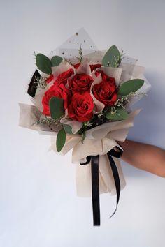 9支大玫瑰花束 • 韩式花束 • 复古色 9 Roses Bouquet 👉🏼 Rm 165 • Free Cocotina Gift Card : Write Message  👉🏼 #玫瑰花束 #9朵玫瑰花束 #手花 #龙藤心形花束 #心形玫瑰花束 #满天星花束  #节日爆款花束 #Rosebouquet #韩式花束 #新款花束 #特别花束 #大体花束 #Pandamart #Foodpanda #Pandashop  #johorflorist #floristjohor #jbflorist #flowerstagram #flowerbouquet #koreastylebouquet #handbouquet #花店 #新山花店 #florist #小天使花店 #小天使花屋 🌾 instagram@angelfloristgiftcentre ✉️ angelfloristgiftcentre@hotmail.com 🕊 www.wasap.my/60106608200