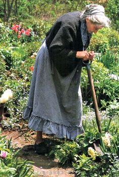 °spring garden° TASHA TUDOR gardening It is time to start planting Vie Simple, Photo D Art, Tudor House, Illustration, Beatrix Potter, Country Life, Country Living, Life Is Beautiful, Beautiful Gardens