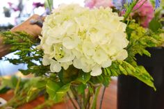 #HowTo #DIY #JPParkerFlowers #Vasing #Flowers http://www.jpparkerco.com/2014/06/06/how-to-easily-vase-flowers/