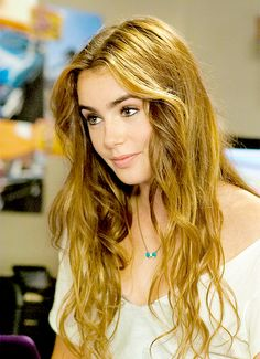 Daily Lily Collins | Lily's real hair colour