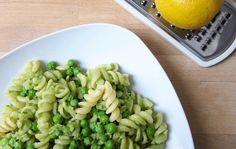 Ja! Natürlich Bio Blog: Die 30-Minuten-Bio-Mittagspause: Cremige Avocado-Zitronen Pasta mit Erbsen (Küchengeschichten)
