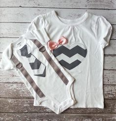 This set includes t-shirt for big sister and tie onesie with suspenders for little brother, both in short sleeves. Onesie Sizes (Carters brand):