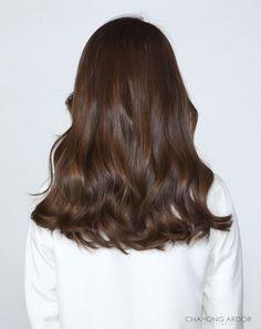 New hair styles long wavy hair brunettes Ideas Twisted Hair, Brown Blonde Hair, Long Brunette Hair, Hair Shades, Long Wavy Hair, Cool Hair Color, Balayage Hair, Balayage Brunette, Ombre Hair