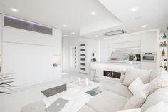 Kaapisänky ja muut sisustusratkaisut tuovat tähän moderniin yksiöön mukavasti tilaa ja valoa.