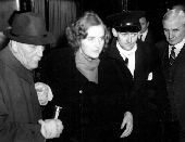 Miss Unity Mitford arrives in England back from Germany. Lord Redesdale assisting his wounded daughter Miss Unity Mitford into a hotel at Folkestone this evening 3rd january 1940 after the ambulance had broken down and forced the party to return to Folkestone . / YAP / TopFoto