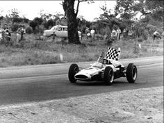 Bruce McLaren's victory lap in the Cooper Climax, 1962 Australian Grand Prix. Adelaide Street, Bruce Mclaren, Australian Grand Prix, Albert Park, Motor Sport, Black And White Pictures, World Championship, Formula One, Old School