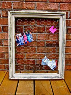 my DIY frame --> weathered memo/picture board project.