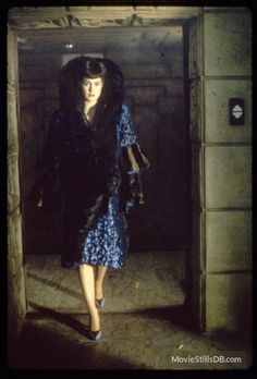 Sean Young on the set of Blade Runner dir. Ridley Scott Costume design by Michael Kaplan & Charles Knode Tv Movie, Sci Fi Movies, Movie Scene, Indie Movies, Action Movies, Film Blade Runner, Blade Runner 2049, Rachel Blade Runner, Michael Kaplan
