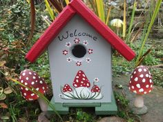 Wooden Bird Houses, Decorative Bird Houses, Bird Houses Painted, Bird Houses Diy, Painted Birdhouses, Fun Crafts, Diy And Crafts, Birdhouse Designs, Bird Boxes