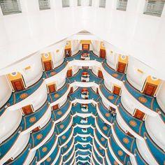 The only 7 Star hotel in the world: Burj Al Arab in Dubai. Hotel Lounge, Hotel Pool, Hotel Suites, Cheap Hotels, 5 Star Hotels, Best Hotels, Honeymoon Hotels, Burj Al Arab, Dubai Travel
