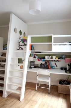 Parcourez les images de Chambre d'enfant de style de style Moderne de Aménagement d'un appartement de 70m² - Paris. Inspirez-vous des plus belles photos pour créer votre maison de rêve.