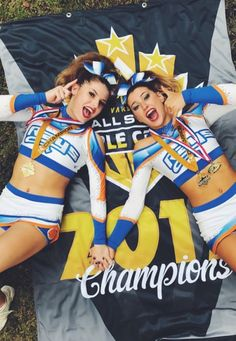 Cheer Pics, Cheer Pictures, Cheer Stuff, Cheer Picture Poses, Picture Ideas, Cheer Buckets, All Star Cheer Uniforms, Cheer Moves, Cute Cheerleaders
