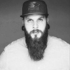 Applaus für diesen großartigen Bart. @zender17 lässt ihn nun seit 1,5 Jahren wachsen. Bartöl und Pomade sind seine Pflege-Highlights, ab und zu werden die Spitzen geschnitten. :-{) Foto: @photography_m.petry #blackbeards #beard #beards #bearded #beardgang #beardlife #beardo #beardlove #beardporn #beardman #bartmann #beardy #beardenvy #beardlover #beardedman #beardsofinstagram #beardcare #beardsandtattoos #beardedgentleman #beardstagram #bart #theblackbeardscrew