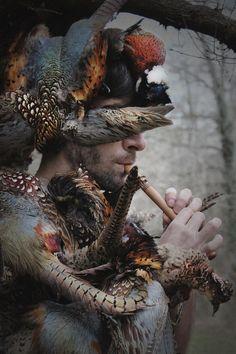 Julien Salaud, un artiste plasticien, passionné par les liens, les forces et la symbolique qui unissent l'homme à la nature.