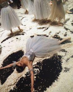 ballet, ballerina, and pretty Bild Dance Photos, Dance Pictures, Princesa Tutu, La Bayadere, Princess Aesthetic, Ballet Photography, Ballet Beautiful, Ballet Dancers, Ballerinas