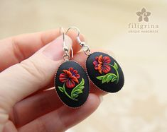 Items similar to GORGEOUS POPPY oval earrings, floral motif in silver tone metal bezel, polymer clay filigree technique.Vintage looking gift, wearable art on Etsy - Polymer Clay Flowers, Fimo Clay, Polymer Clay Projects, Polymer Clay Creations, Polymer Clay Earrings, Origami Fashion, Polymer Clay Embroidery, Iris Van Herpen, Metal Clay Jewelry