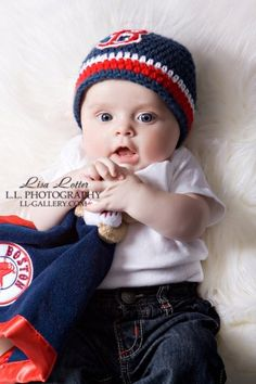 Boston Red Sox Hat by Nuggetbabybeanies on Etsy, $21.00 | Boston Red Sox Newborn Photography