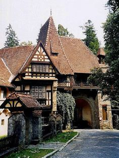 Romania Travel Inspiration - Sinaia II (by Irene Spadacini) Tudor House, Tudor Cottage, Beautiful Buildings, Beautiful Homes, Beautiful Places, Beautiful Castles, Casas Tudor, Arquitectos Zaha Hadid, Storybook Homes