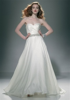 I like the old Hollywood glam they have in this dress it's simple and yet it's beautiful!