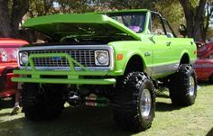 Wouldn't have thought of lime green...But it looks damn good on a Blazer..