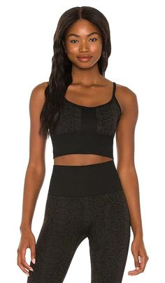 Zoe Seamless Sports Bra KORAL NEW Black Denim Shorts Outfit, Sweats Outfit, How To Wear Sweatpants, Timeless Fashion, High Fashion, Sweaters And Jeans, Revolve Clothing, Designing Women, Active Wear