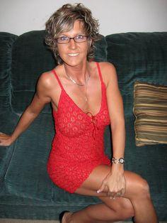 Post with 25631 views. Dating Older Women, Best Dating Sites, Trending Memes, Videos, Tankini, Legs, Mom, Swimwear, Beautiful