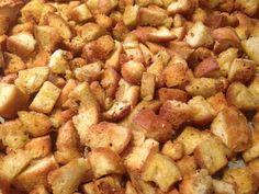 Κρουτον πικάντικα που τρώγονται με μανία!  Υλικά    1 ψωμι μπαγιατικο σε κυβακια  Λιγο ελαιολαδο για το ραντισμα  Μπαχαρικα της αρεσκειας σας  (Αλατι,πιπερι,ριγανη,σκονη σκορδο,παπρικα καπνιστη,μιξ μπαχαρικων για ψητα κ.α)    Εκτέλεση    Σε ενα μεγαλο ρηχο ταψι ριχνουμε το ψωμι σε κυβακια.Το σκεπαζουμε με μια Kitchen Hacks, Nutella, Cooking Recipes, Fast Recipes, Food And Drink, Bread, Dishes, Vegetables, Recipe