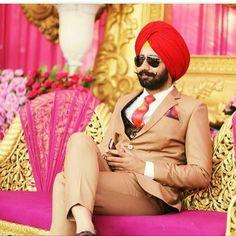 Sikh Wedding Dress, Wedding Coat, Pink Wedding Dresses, Wedding Men, Wedding Suits, Dressing Sense For Men, Mens Fashion Suits, Mens Suits, Punjabi Men