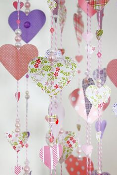 Molly Mell: DIY Paper Heart Mobile